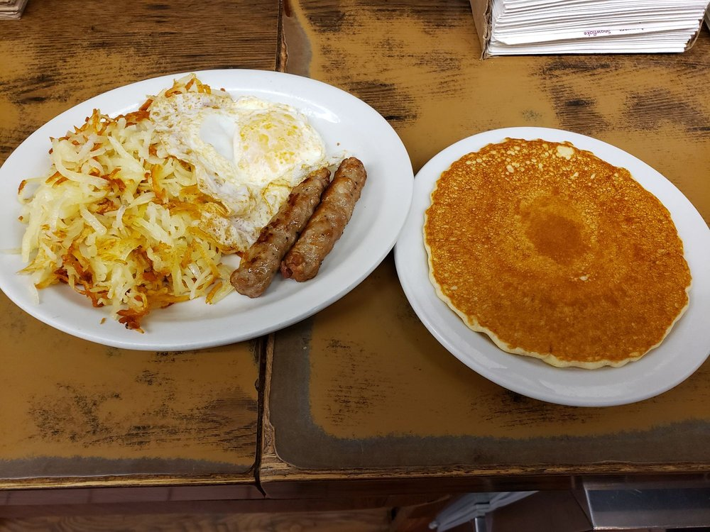 Dad's Family Restaurant: 433 S Elm St, Toppenish, WA