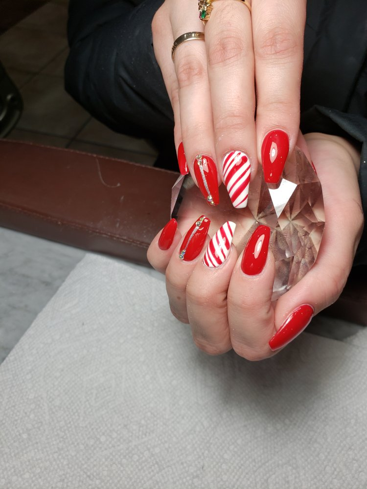 L'Amour Nail Bar: 119 Mill St, Lowell, IN