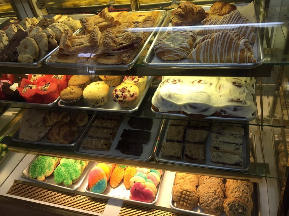 Middle Village Bakery & Farm Market: 2989 N Delaware Dr, Mount Bethel, PA