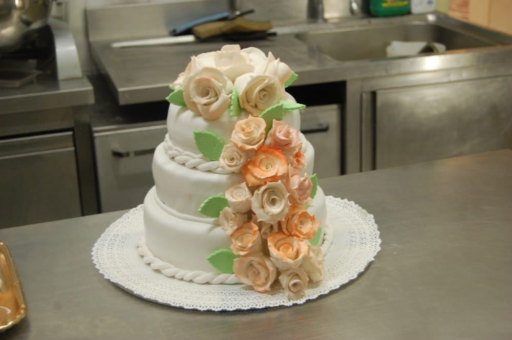 Torta 3 piani con cascate di rose in pasta di zucchero yelp for 3 piani di piani a schiera di 3 piani