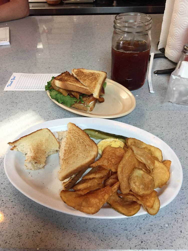 Wolf River Cafe: 460 Main St, Rossville, TN