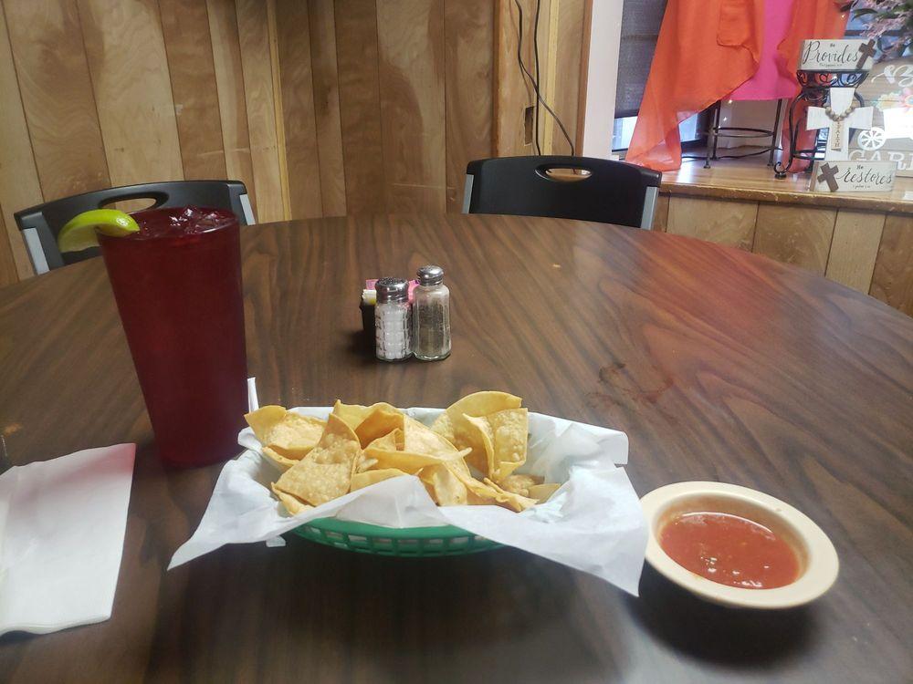 El Alamo Cafe: 206 W 3rd St, Hearne, TX