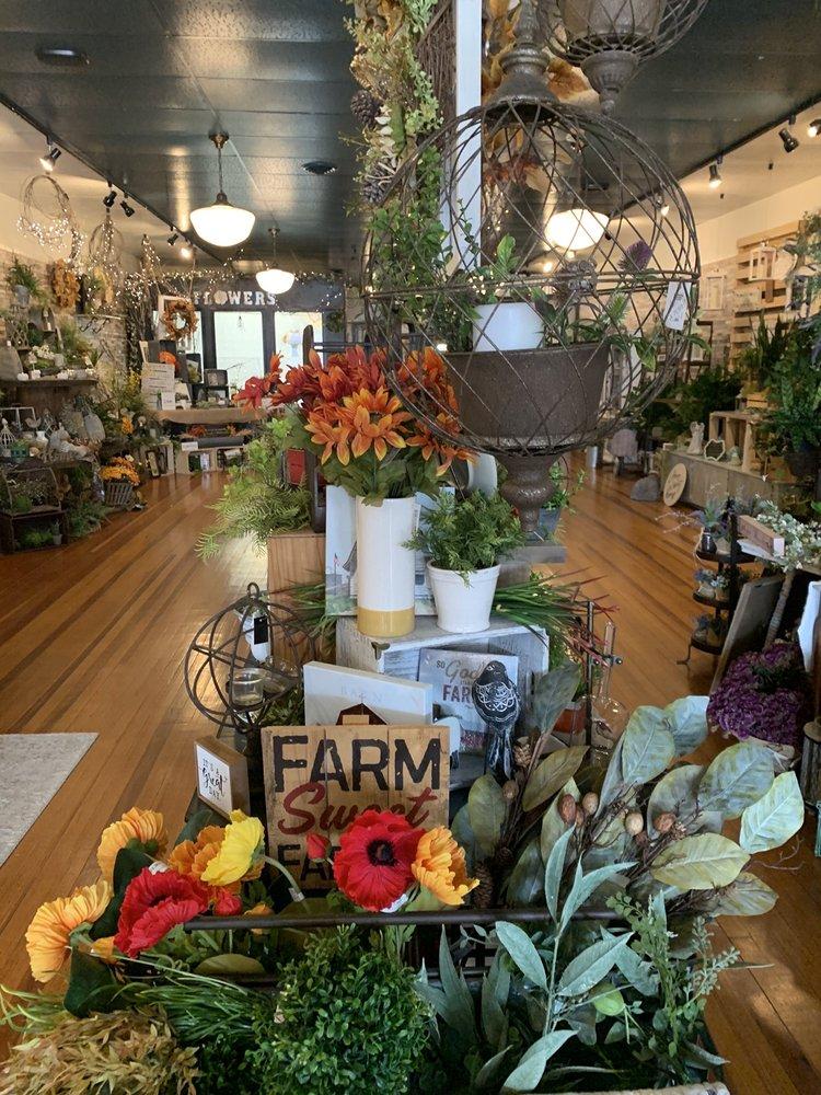 402 Floral: 420 E St, David City, NE