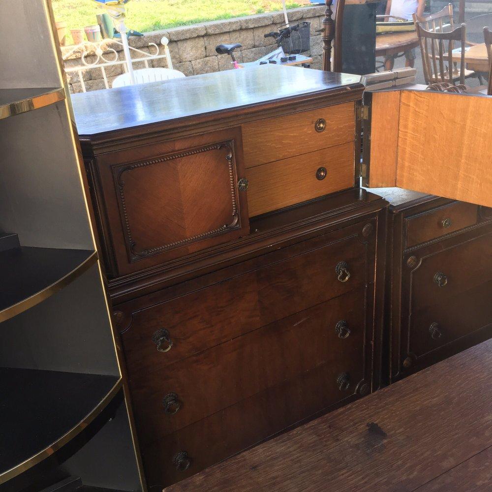 Sarah's Cupboard Thrift Shop: 155 Meadow St, Branford, CT
