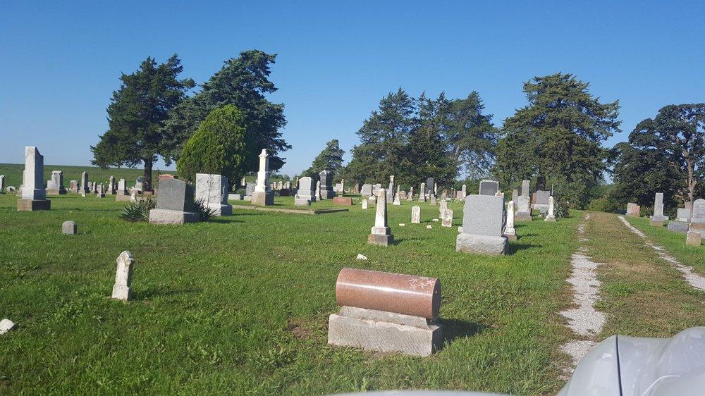 Winston Cemetery: Altamont, MO