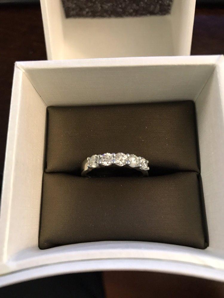 Zales Jewelry Outlet: 241 Fort Evans Rd NE, Leesburg, VA