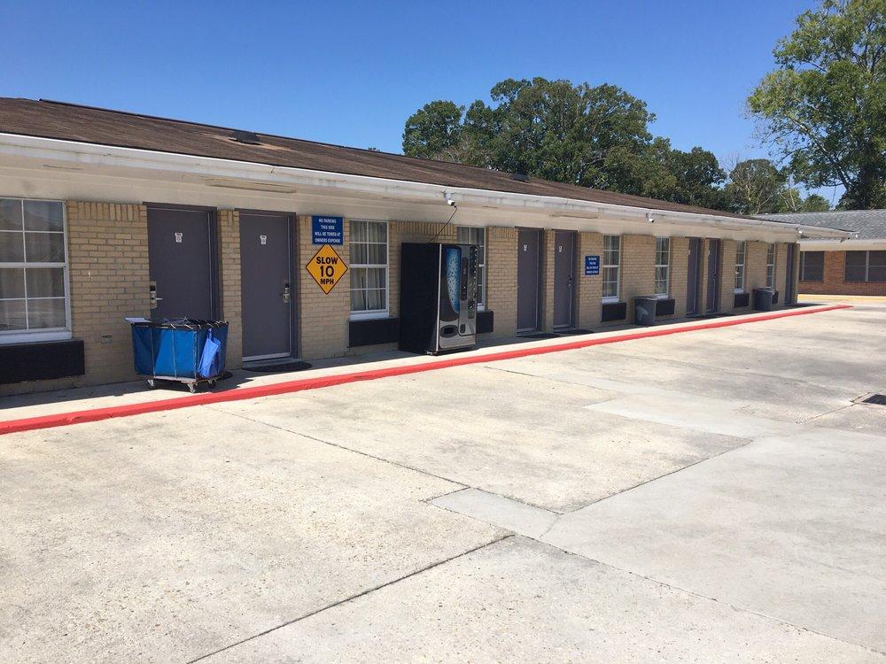 Shades Motel: 8282 Airline Hwy, Baton Rouge, LA