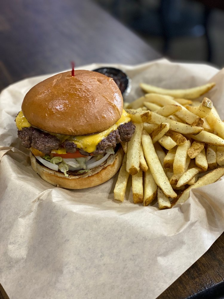 Holly J's Bar and Grill: 1326 Nashville Rd, Franklin, KY
