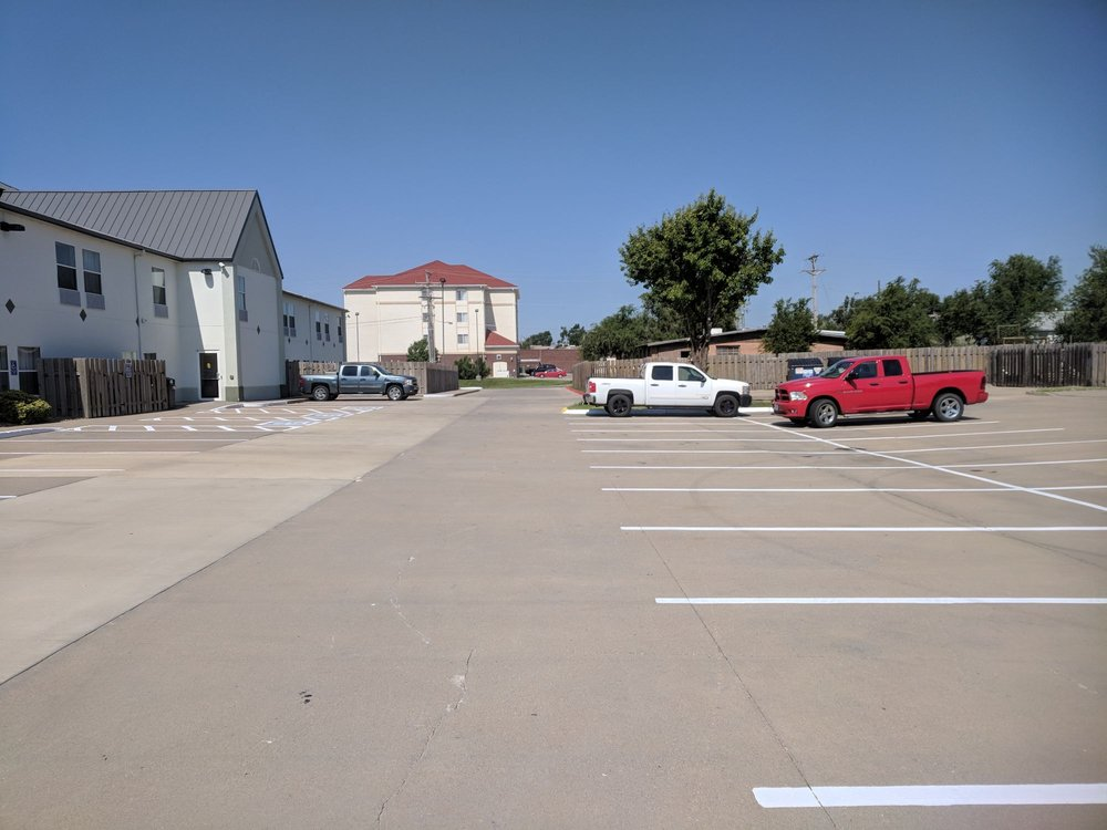 Windsor Inn & Suites: 2320 West Wyatt Earp Blvd, Dodge City, KS