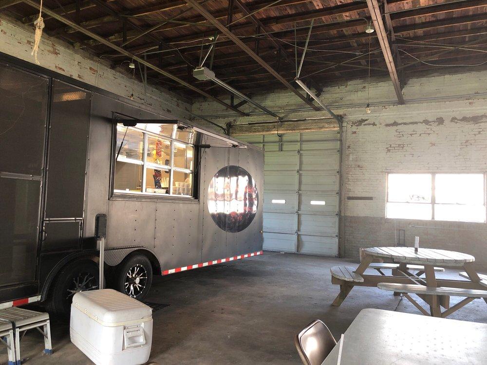 Smokin Addiktion: 401 S Fourth St, Honey Grove, TX