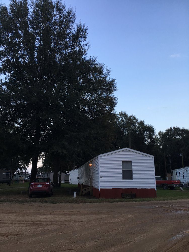 Delta Mobile Home & RV Park: 32800 County Road 512, Greenwood, MS