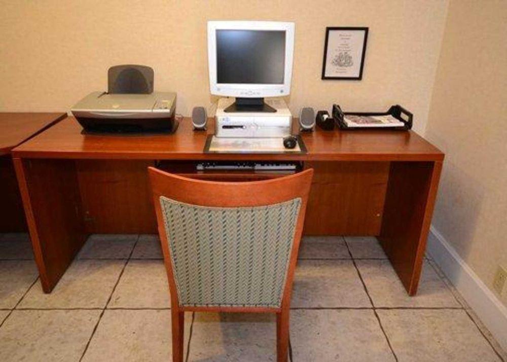 Rodeway Inn & Suites: 5105 North Stateline Ave., Texarkana, TX