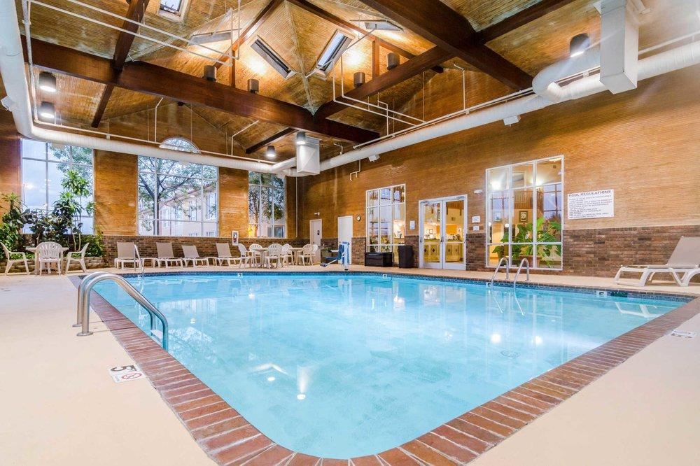 Quality Inn & Suites: 2701 Hazel St, Carthage, MO