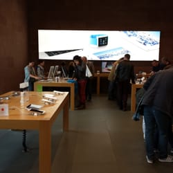 apple store 17 photos t l phones portables 31 place. Black Bedroom Furniture Sets. Home Design Ideas