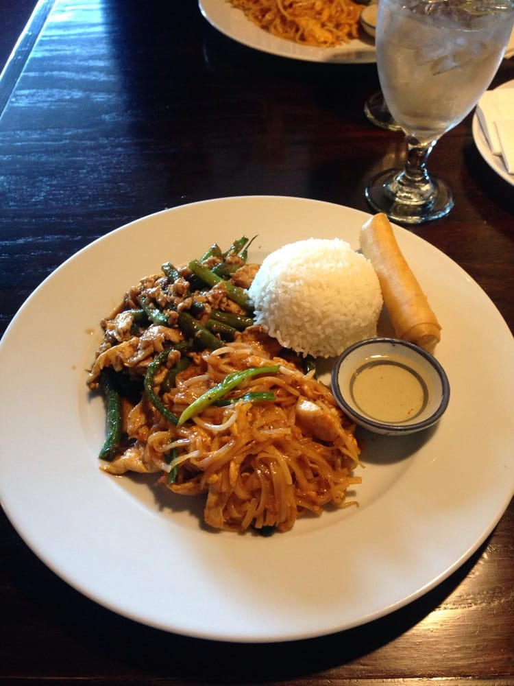 Pad thai with green beans chicken rice and a spring roll for 24 star thai cuisine