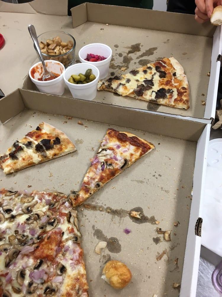 Arcata Pizzeria: 3021 Dougall Avenue, Windsor, ON