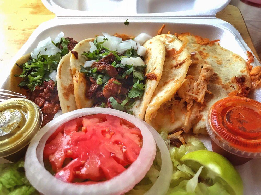 El Taco Man: 610 W Cavalcade St, Houston, TX