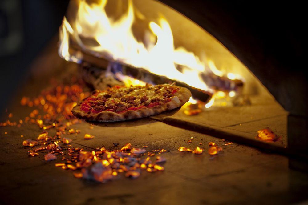 Smokin' Oak Wood-Fired Pizza: 220 S 31st Ave, Omaha, NE