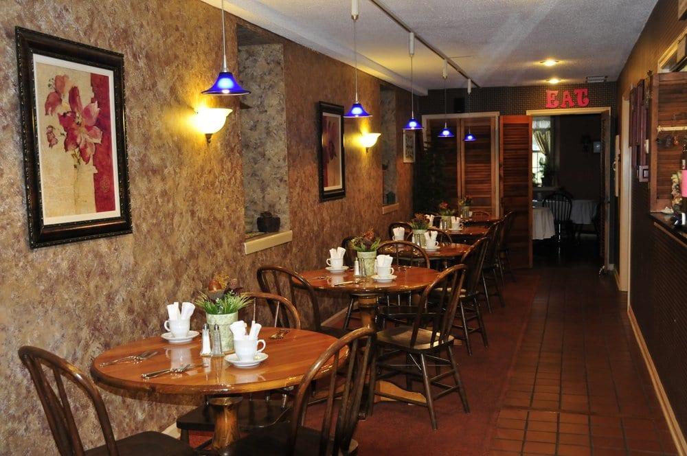 Mrs B's Historic Lanesboro Inn: 101 Parkway Ave N, Lanesboro, MN