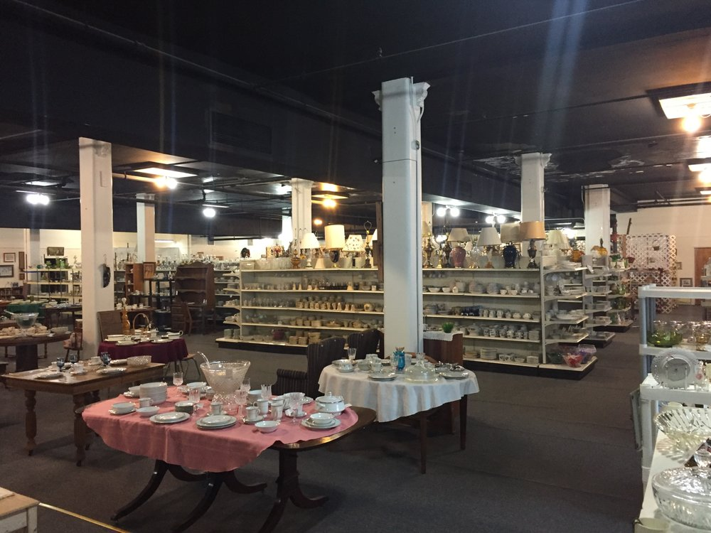 Tom & Audrey's Antique and Collectible Mall: 505 S 2nd St, Clinton, IA