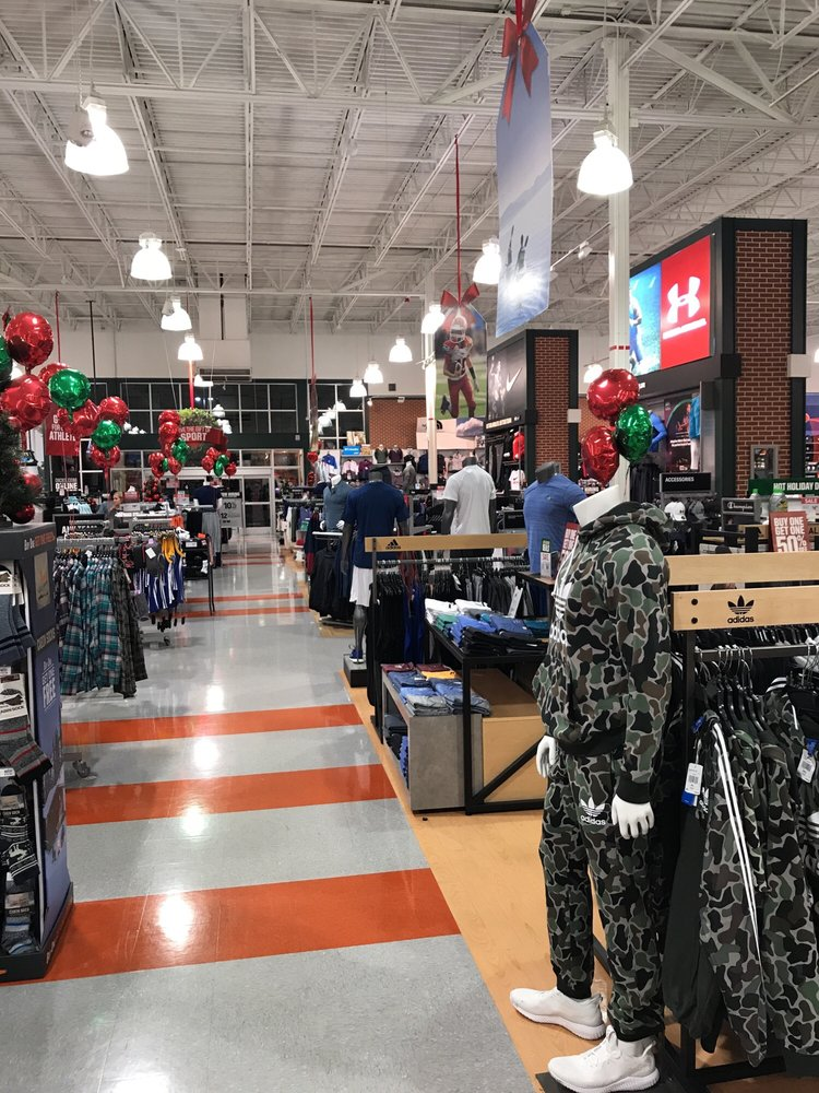 DICK'S Sporting Goods: 6253 College Dr, Suffolk, VA