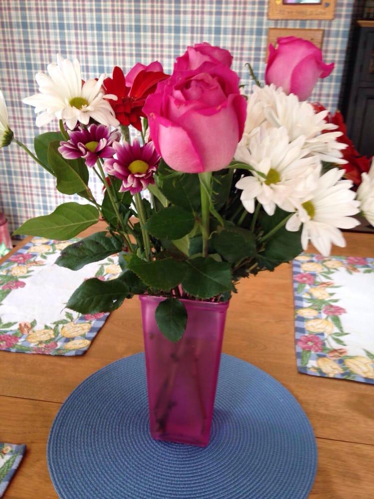 Flower Express: 72 1st Ave, Atlantic Highlands, NJ