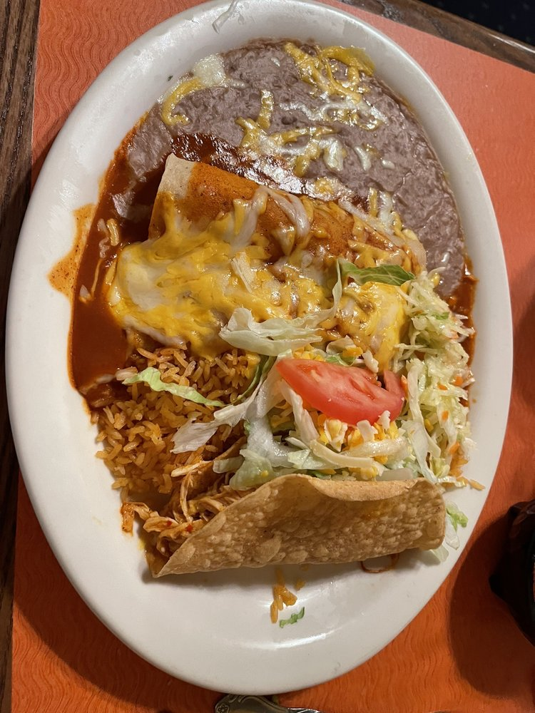 El Tapatio Family Mexican Restaurant: 2502 Fox Run Pkwy, Yankton, SD