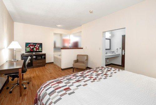Red Roof Inn Hartselle: 1800 Dixie Ln SE, Hartselle, AL