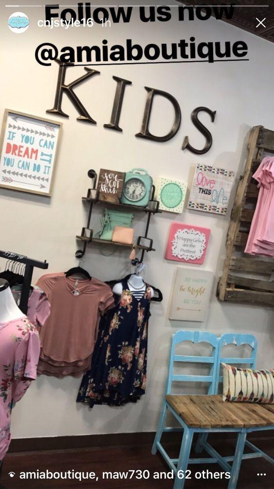 Amia Boutique: 633 1st St, LaSalle, IL