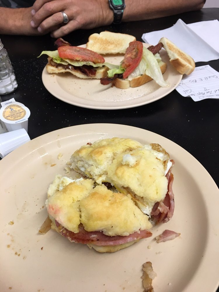 Betty Carol's Diner: 916 E 2nd St, Lumberton, NC