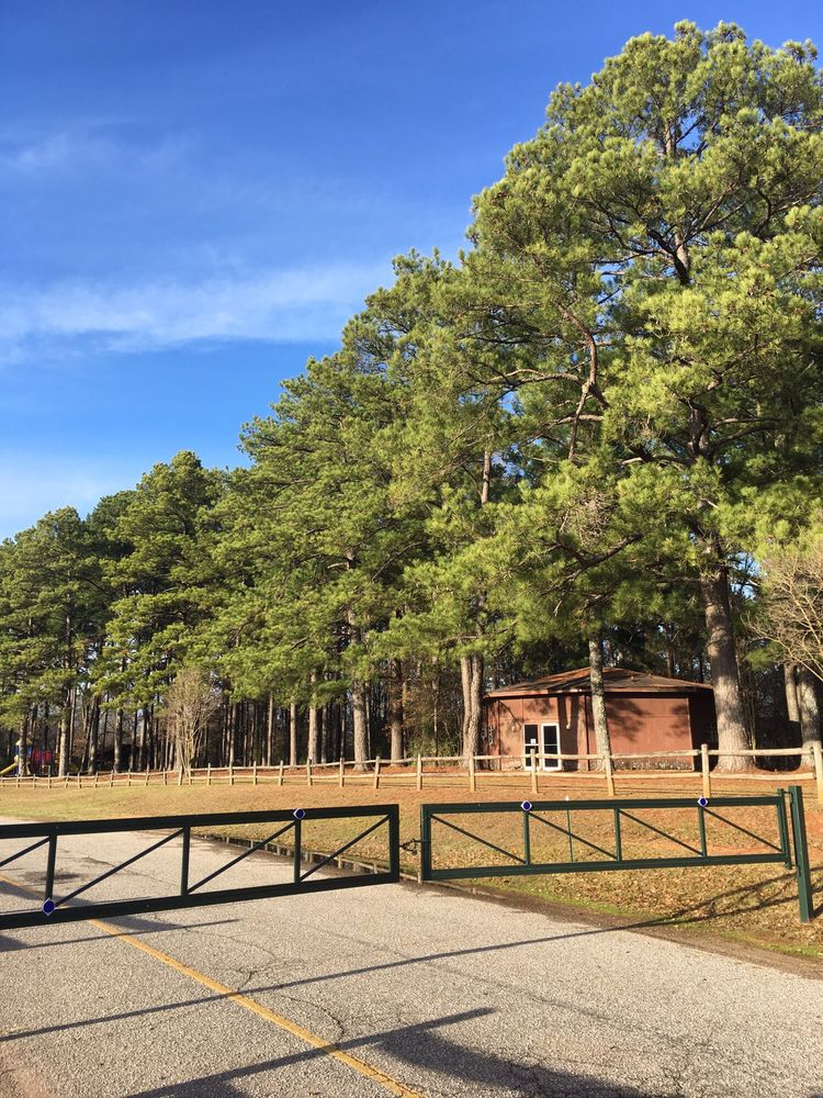 Snow Hinton Park: 1000 Hargrove Rd E, Tuscaloosa, AL