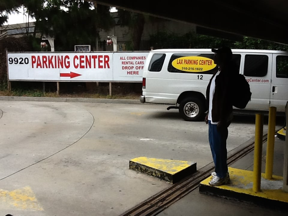 Lax parking center closed 116 reviews airport for Lax parking closest to airport