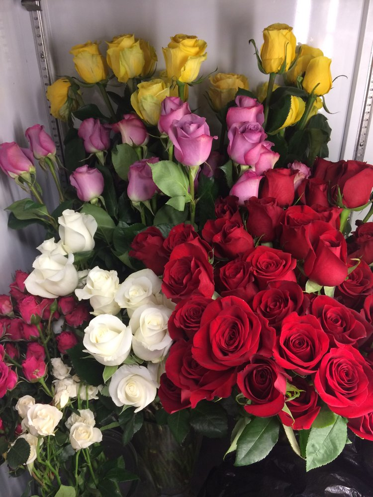 Marjie's Antiques & Flowers: 3357 Route 130, Harrison City, PA