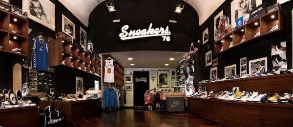 Sneakers76 negozi di scarpe via vincenzo pupino 43 for Negozi di arredamento taranto
