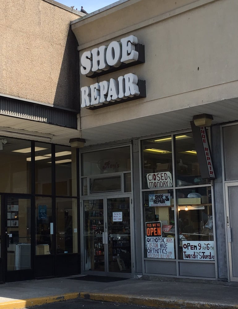 Roy's Shoe Repair: 5500 Sunrise Hwy, Massapequa, NY