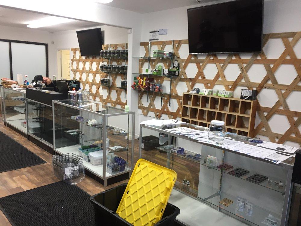 Green Knottz Dispensary: 108 SW D St, Madras, OR