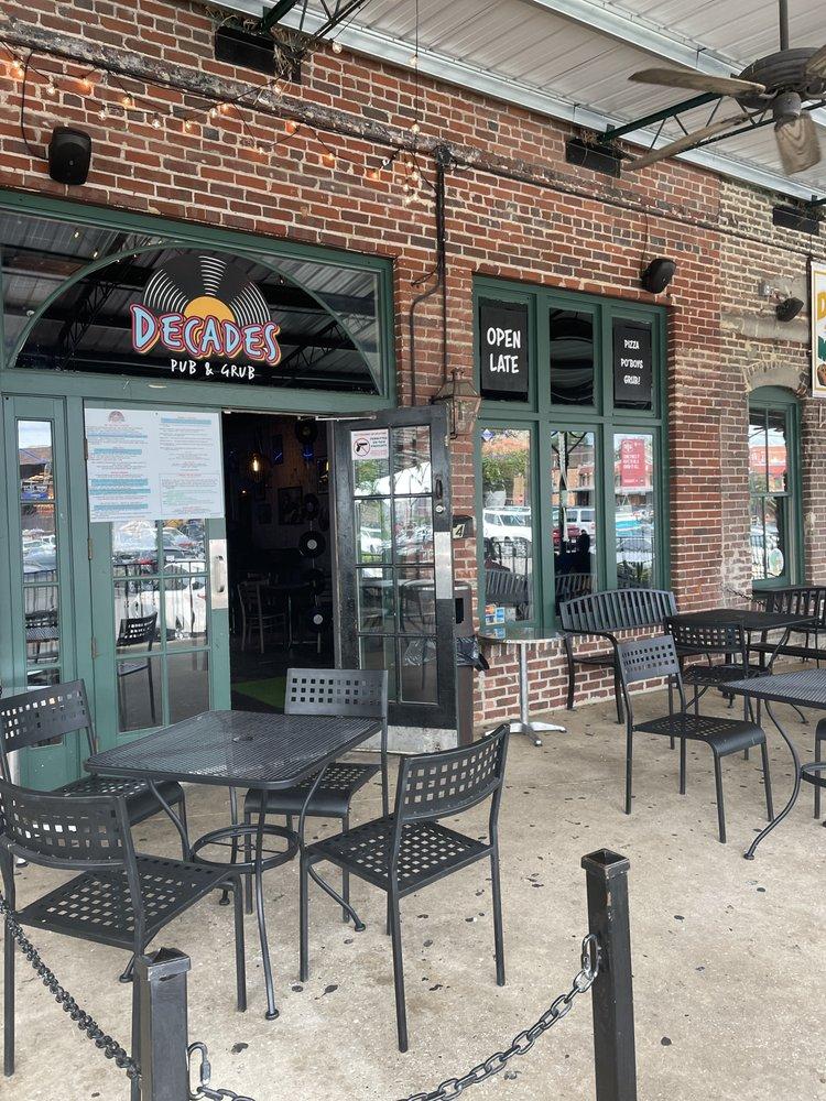 Decades Pub & Grub: 2314 4th St, Tuscaloosa, AL