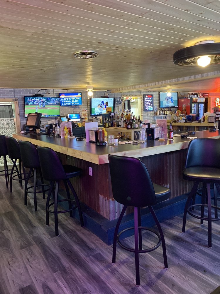 Whiskey Dick's Bar & Grill: 113 Hwy 135, Gravois Mills, MO