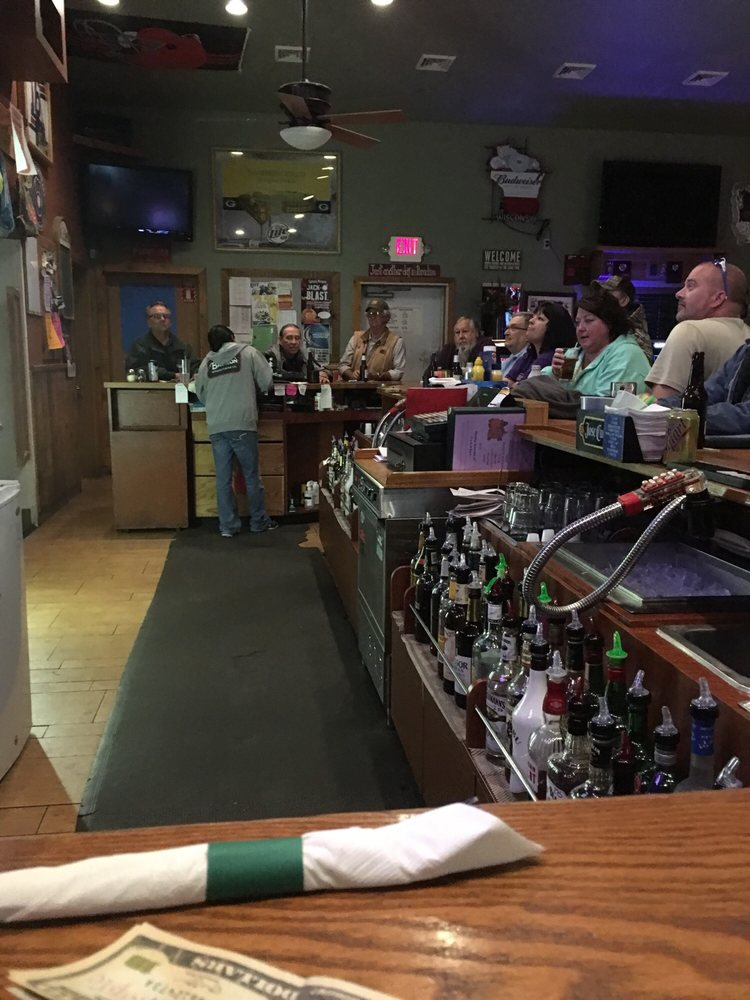 Ponderosa Pines Pub-Eatery & Campground: 287 State Road 73, Bancroft, WI