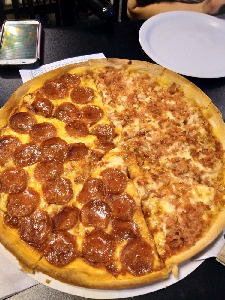 Baker's Pizza: 501 Ash St, Maysville, OK