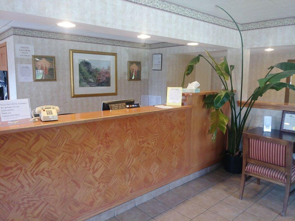 Fountain Park Motel: 930 N 8th St, Sheboygan, WI
