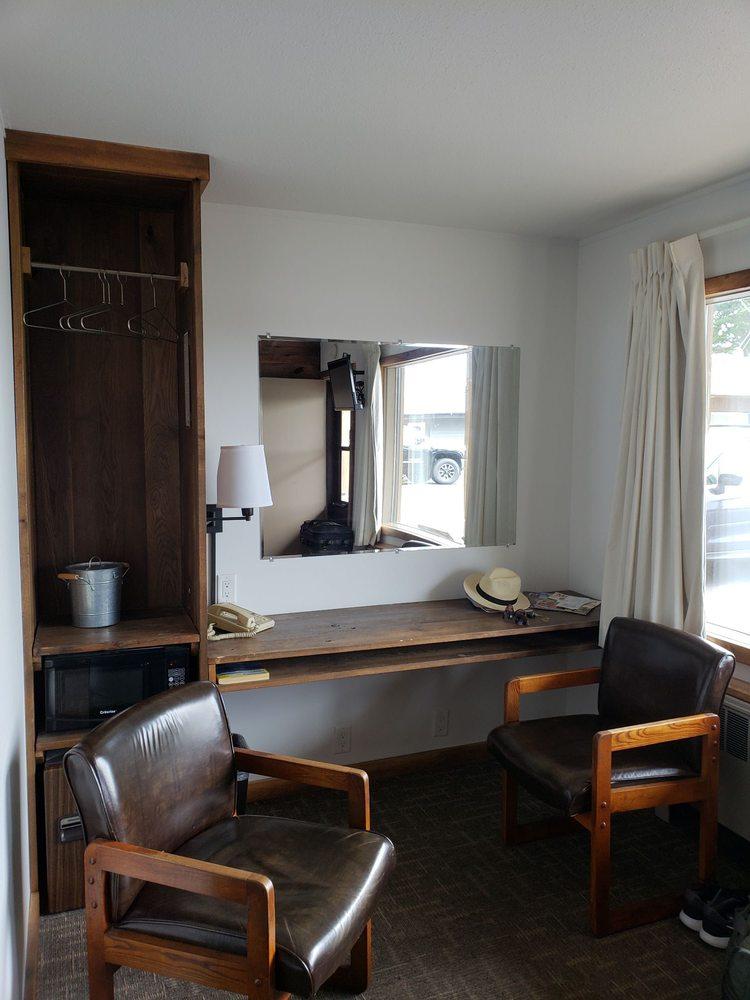 Aqua Aire Motel: 806 US Hwy 51, Minocqua, WI