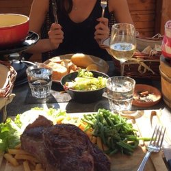 La table raclette french 11 route d 39 annemasse st - La table a raclette ...