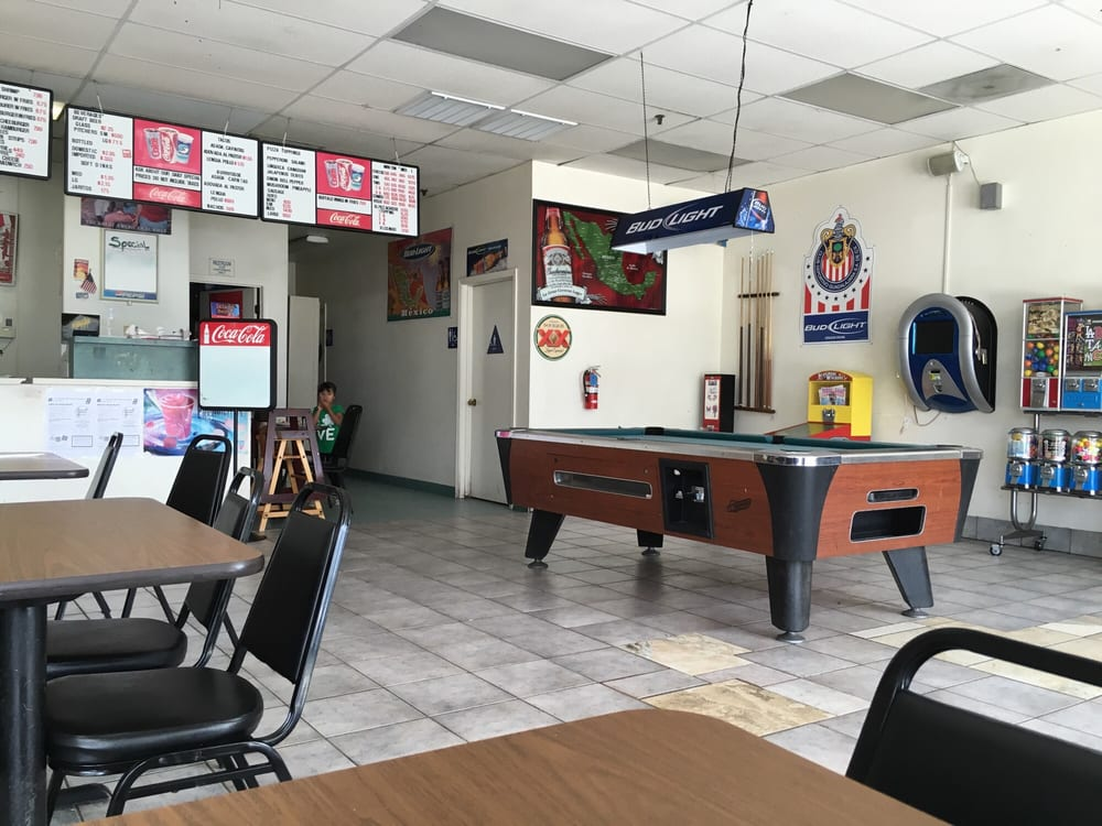 Omoni's Pizza: 21650 W Manning Ave, San Joaquin, CA