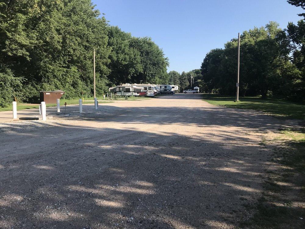 Streeter Park Campground: 1225 Q St, Aurora, NE