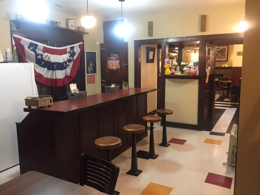 Shady Bend Cafe: 3609 E US Hwy 30, Grand Island, NE