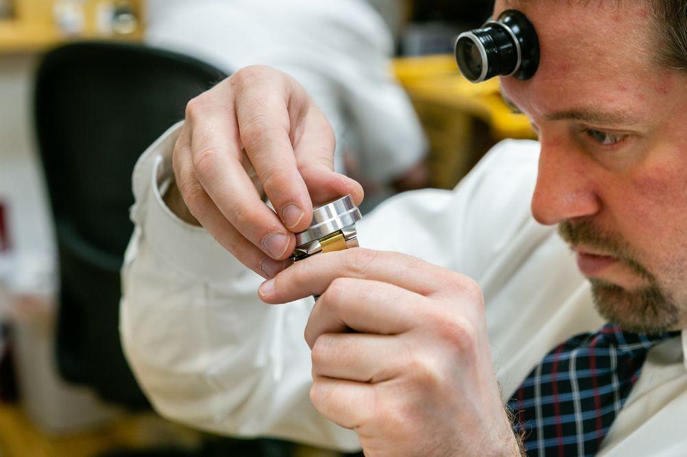 Bentley Watch Repair: 108 Emmons St, Hiawatha, IA