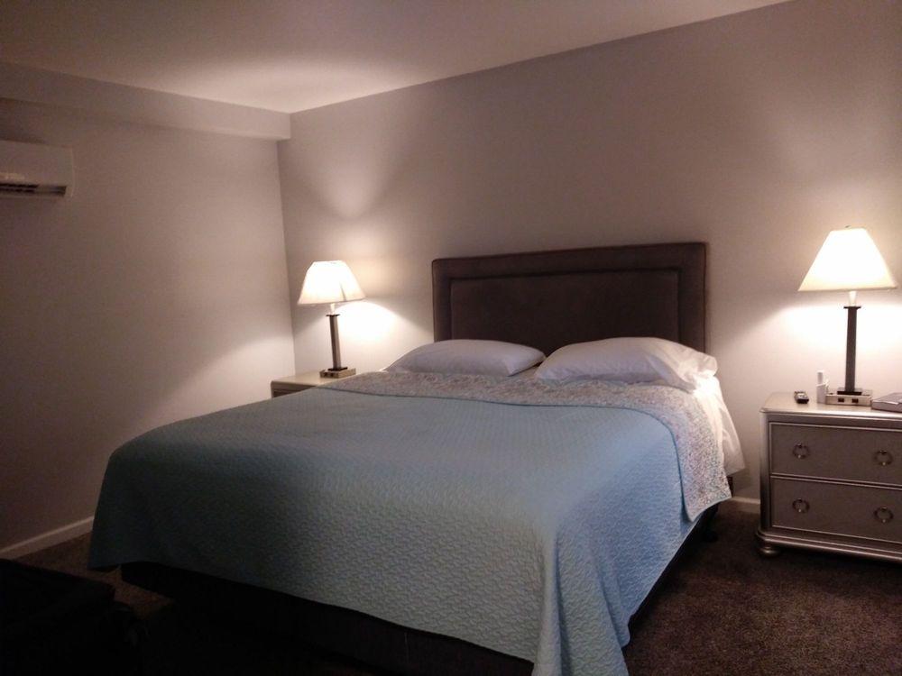 Riverside Motel: 1066 1st Ave, Gallipolis, OH