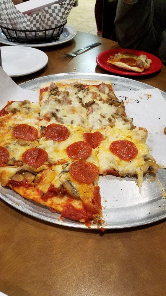 Pasquale's Italian Restaurants: 607 13th St N, Humboldt, IA