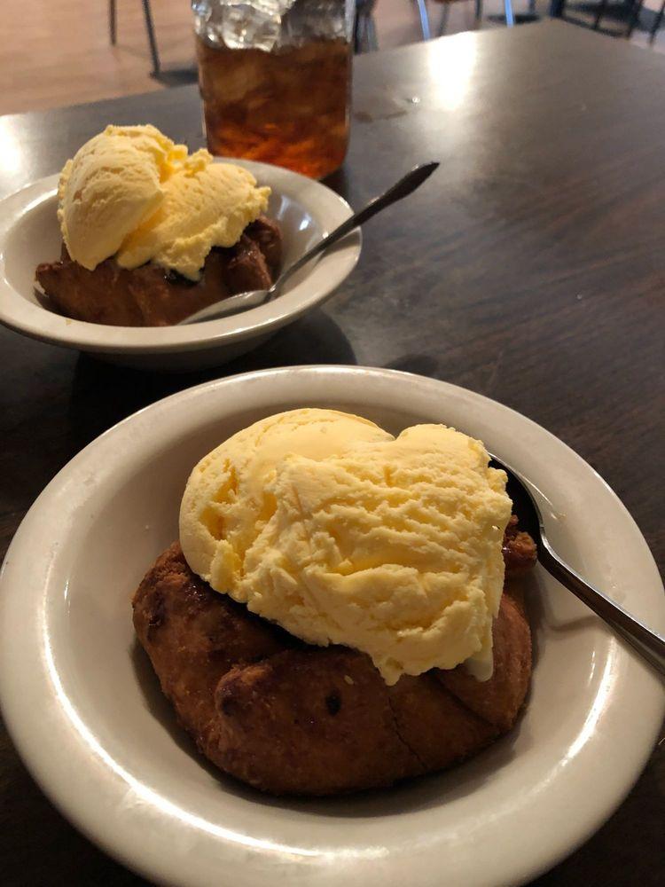 Cafe 21: 414 W American Blvd, Muleshoe, TX
